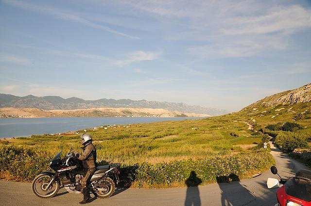 Der Feldweg an der Bucht